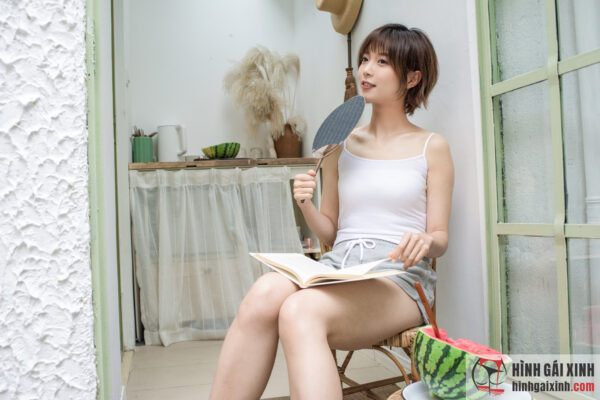 Hot girl tóc ngắn