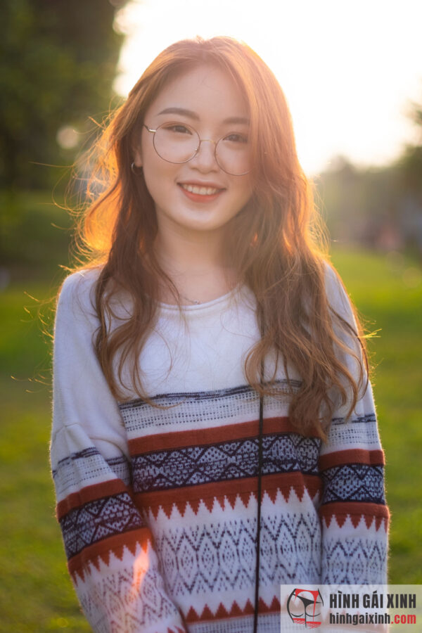 Hình ảnh Top 69+ ảnh gái đẹp tóc dài đeo kính đẹp hút hồn