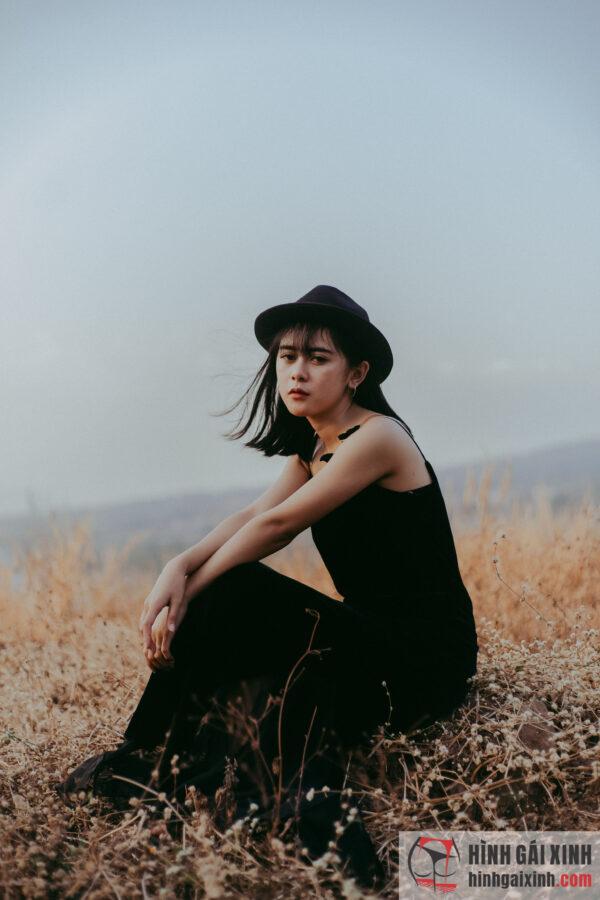 cô gái bí ẩn mang vẻ đẹp trầm buồn