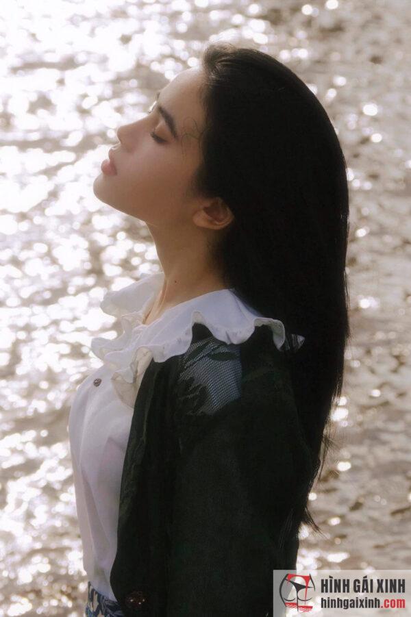 Gái xinh tóc dài với góc nghiêng thần thánh