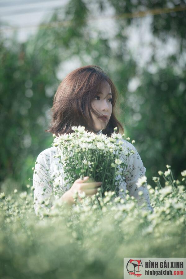 Gái xinh tóc ngắn trong bộ áo dài trắng tinh khôi