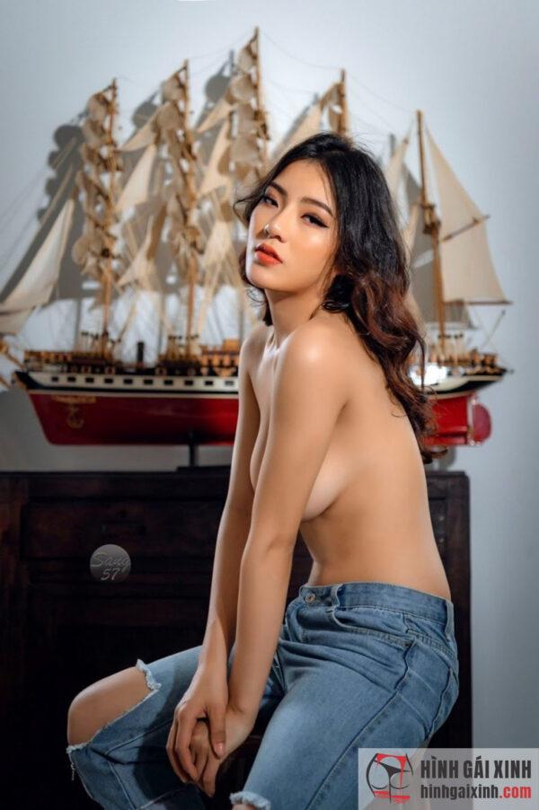 Hot girl chụp nude đầy táo bạo
