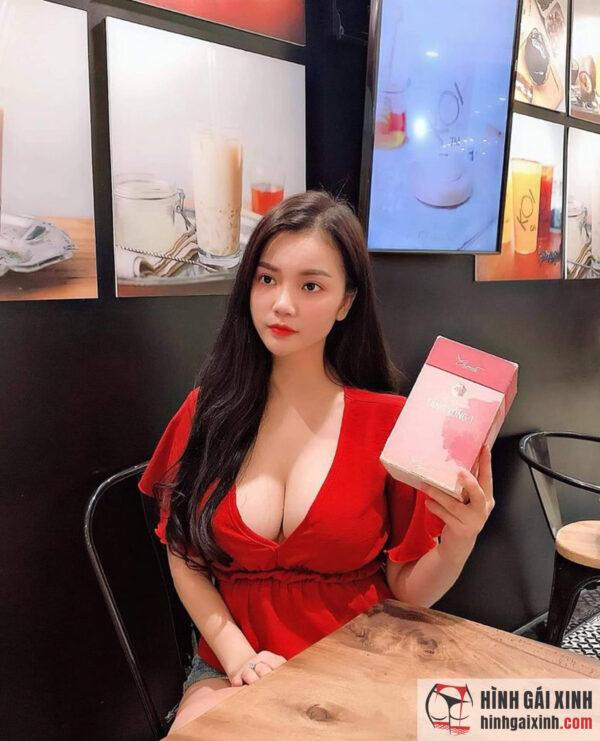 Hot girl ngực khủng