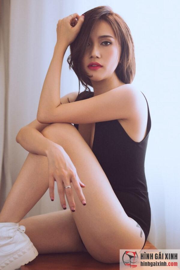 Ca sĩ Sĩ Thanh diện bikini