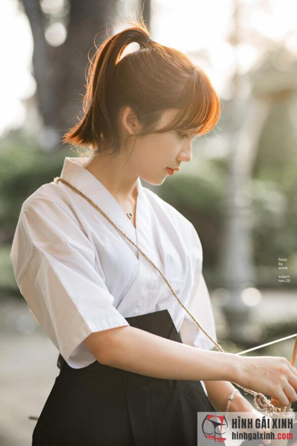 Nữ sinh đẹp tựa thiên thần trong bộ trang phục Samurai