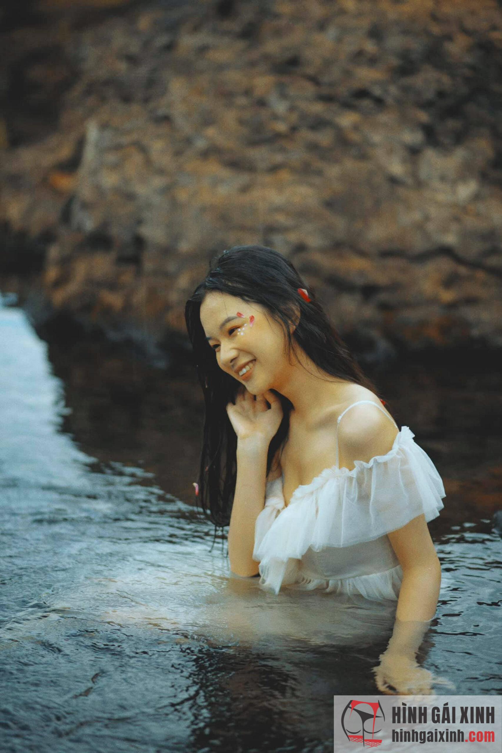Hot girl Thiên Nga với vẻ đẹp đầy sang trọng và quyến rũ