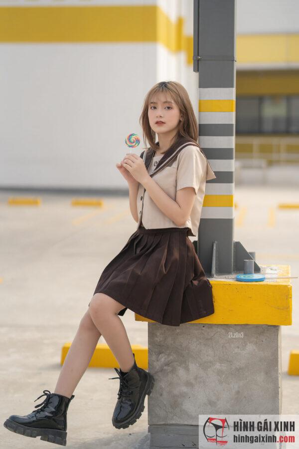 nữ sinh đường phố