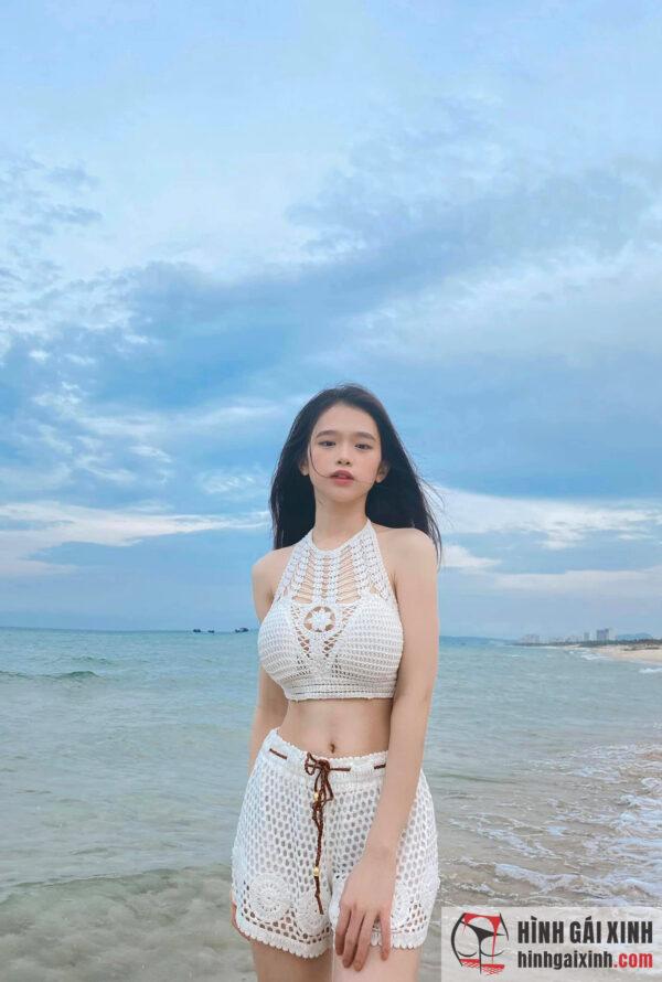 Hot girl 10X Hà thành Linh Ka được khen sở hữu thân hình sexy nóng bỏng, tràn đầy sức sống ở tuổi 18