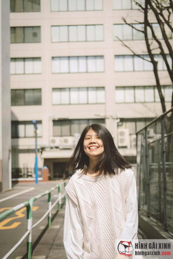 Nữ sinh đường phố nổi bật với mái tóc ngang vai