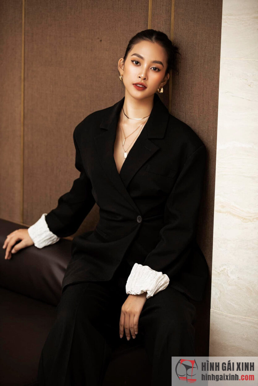 Hoa hậu Tiểu Vy ngày càng hở bạo, nóng bỏng hơn