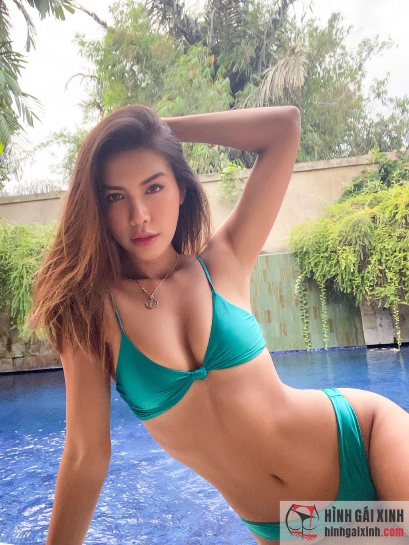 Hoàng Thùy Linh khoe ảnh diện bikini lưới đầy táo bạo