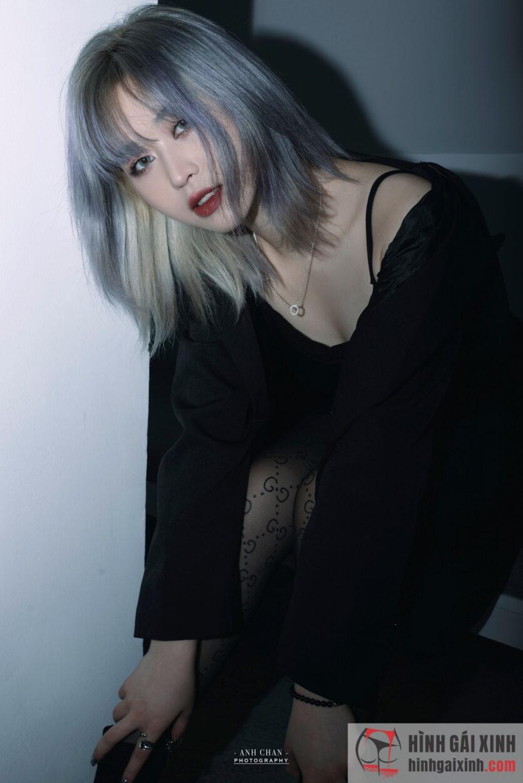 Gái đẹp với phong cách chất lừ nhưng không kém phần kiêu sa, nổi bật với mái tóc dài nhuộm highlight