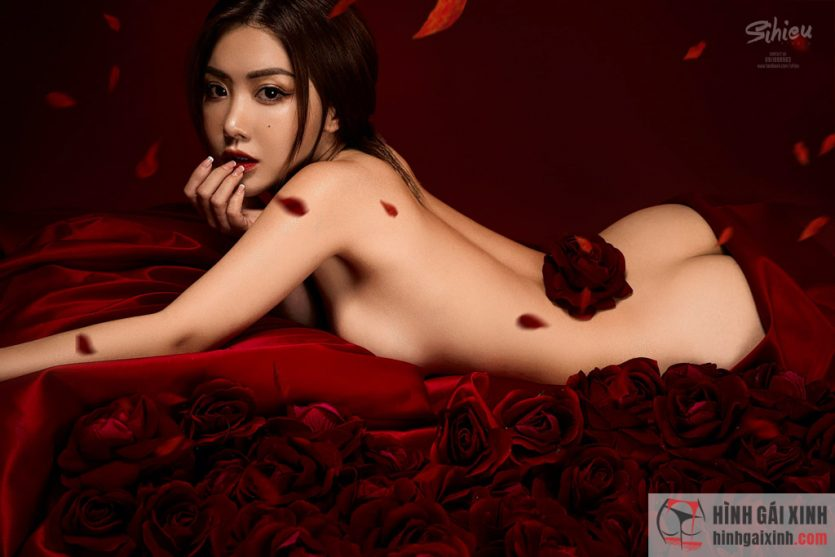 Tăng Thiên Kim gây sốc với bộ nửa kín, nửa hở đầy nghệ thuật