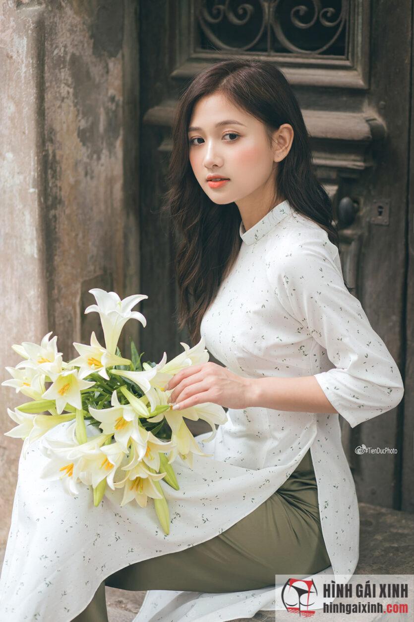 Em gái mặc áo dài vừa đẹp lại dễ thương ngọt ngào