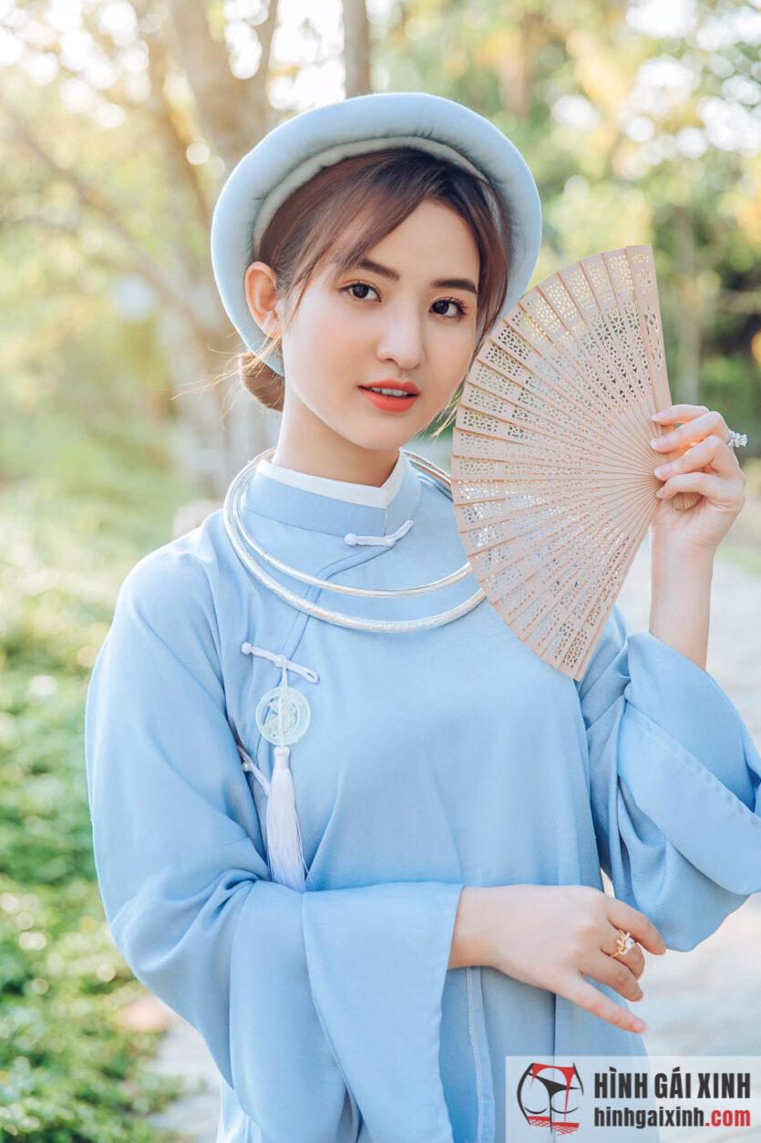 Gái xinh diện áo dài cách tân toát lên vẻ đẹp của người phụ nữ Việt