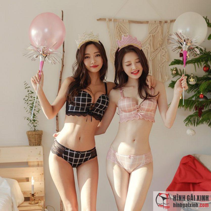Kim Bo Ram và Kim Hee Jeon sở hữu thể hình vô cùng hoàn hảo.