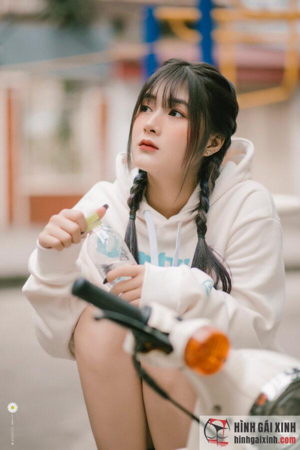 Nữ streamer Quỳnh Alee gây thương nhớ vẻ đẹp ngây thơ, trong sáng