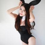 Gái xinh cosplay thỏ đen