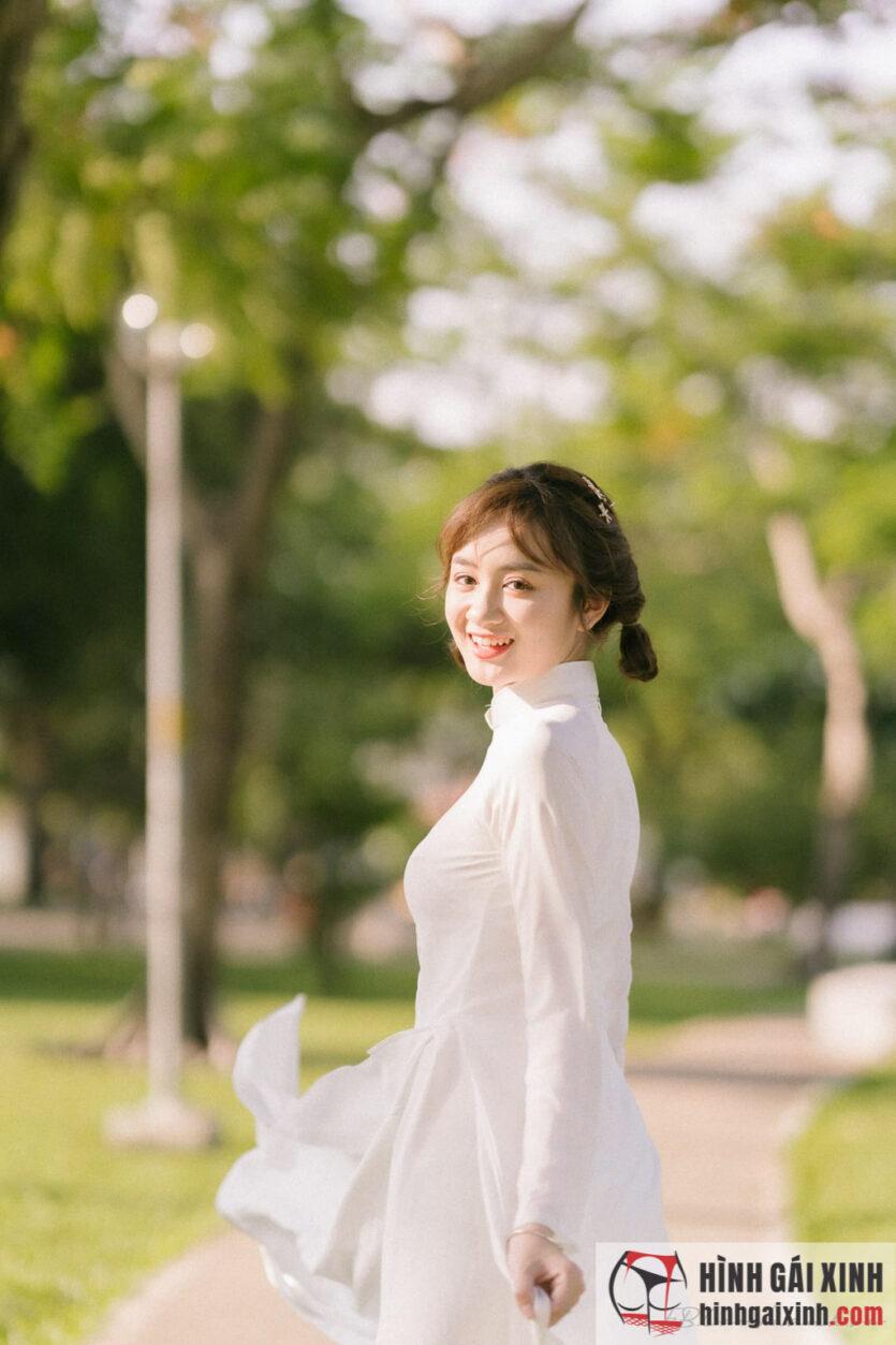 Gái xinh mặc áo dài vừa đẹp lại dễ thương ngọt ngào