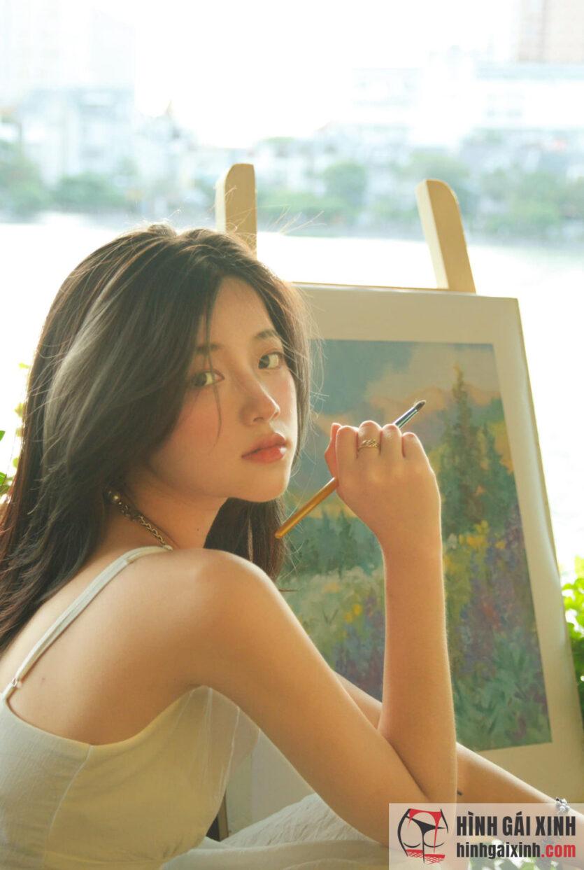 Vương Khánh Ly thu hút nhờ gương mặt ưa nhìn, vóc dáng cân đối