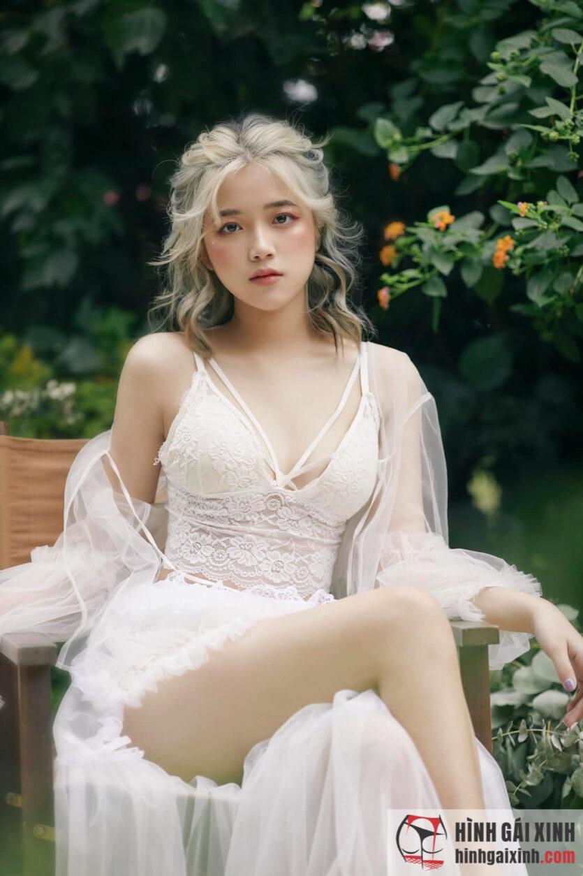 Nữ sinh 10x Vương Khánh Ly xinh xắn, dễ thương chuẩn hot girl