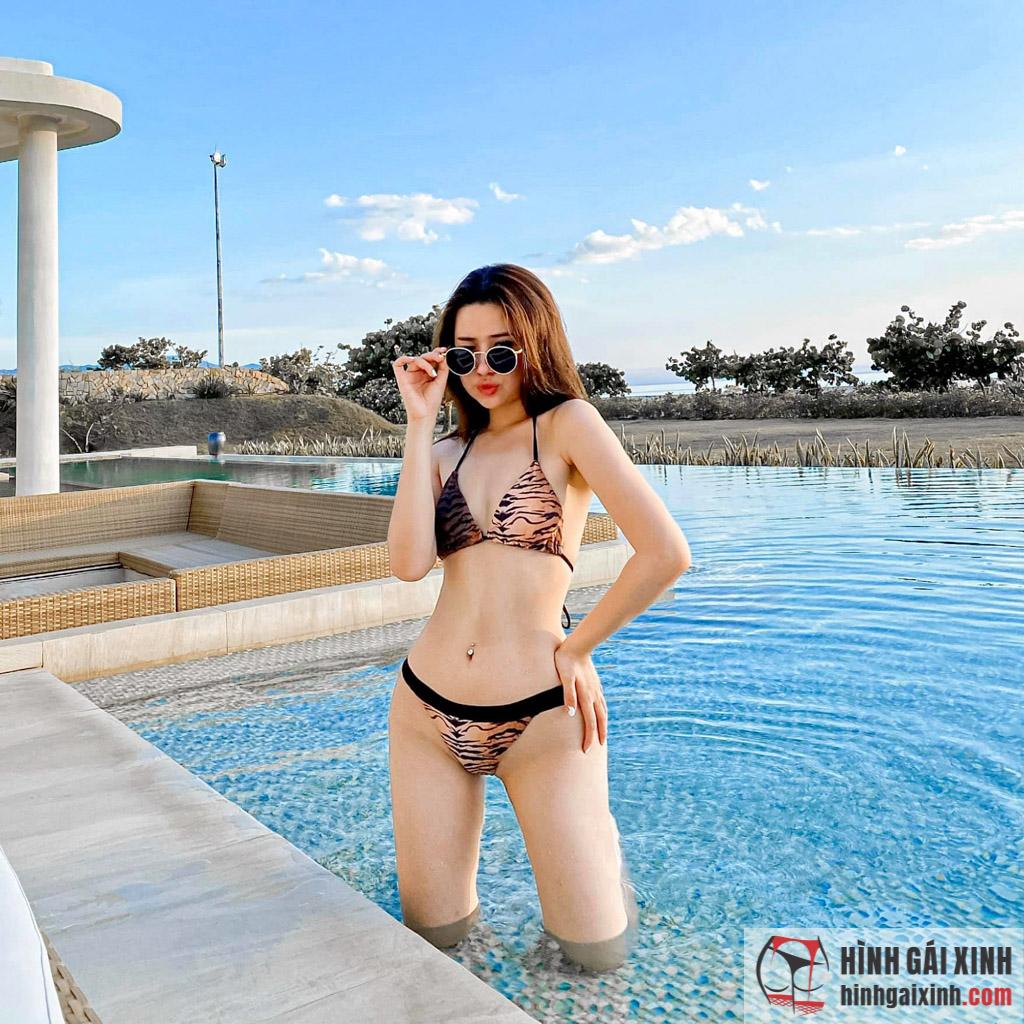 Streamer Quỳnh Alee không ăn mặc hở hang nhưng vẫn nổi bật nhờ vẻ ngoài xinh đẹp