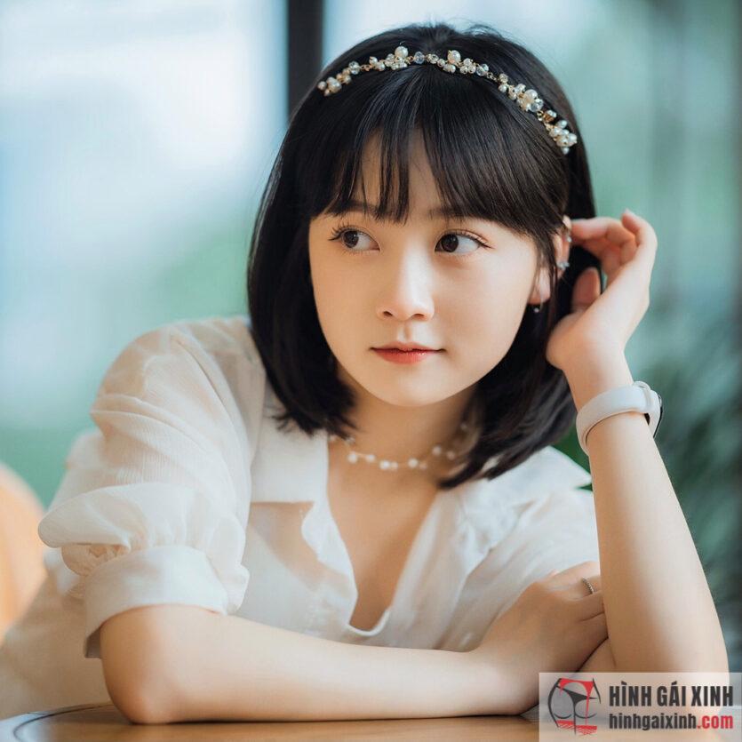 Đỗ Thị Hoài Linh thay đổi diện mạo với mái tóc ngắn đầy cá tính cũng không kém phần dễ thương