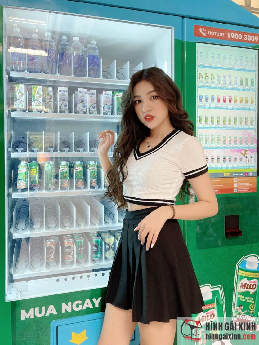 Hot girl trứng rán Trần Thanh Tâm diện váy ngắn trẻ trung đầy thu hút