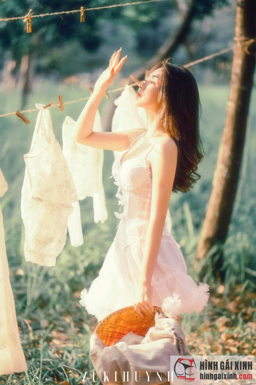 Em gái xinh mặc váy ngắn làm bao anh say đắm