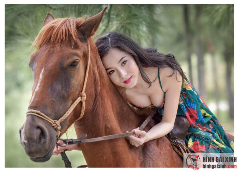Anh ơi có muốn cưỡi ngựa cùng em ?