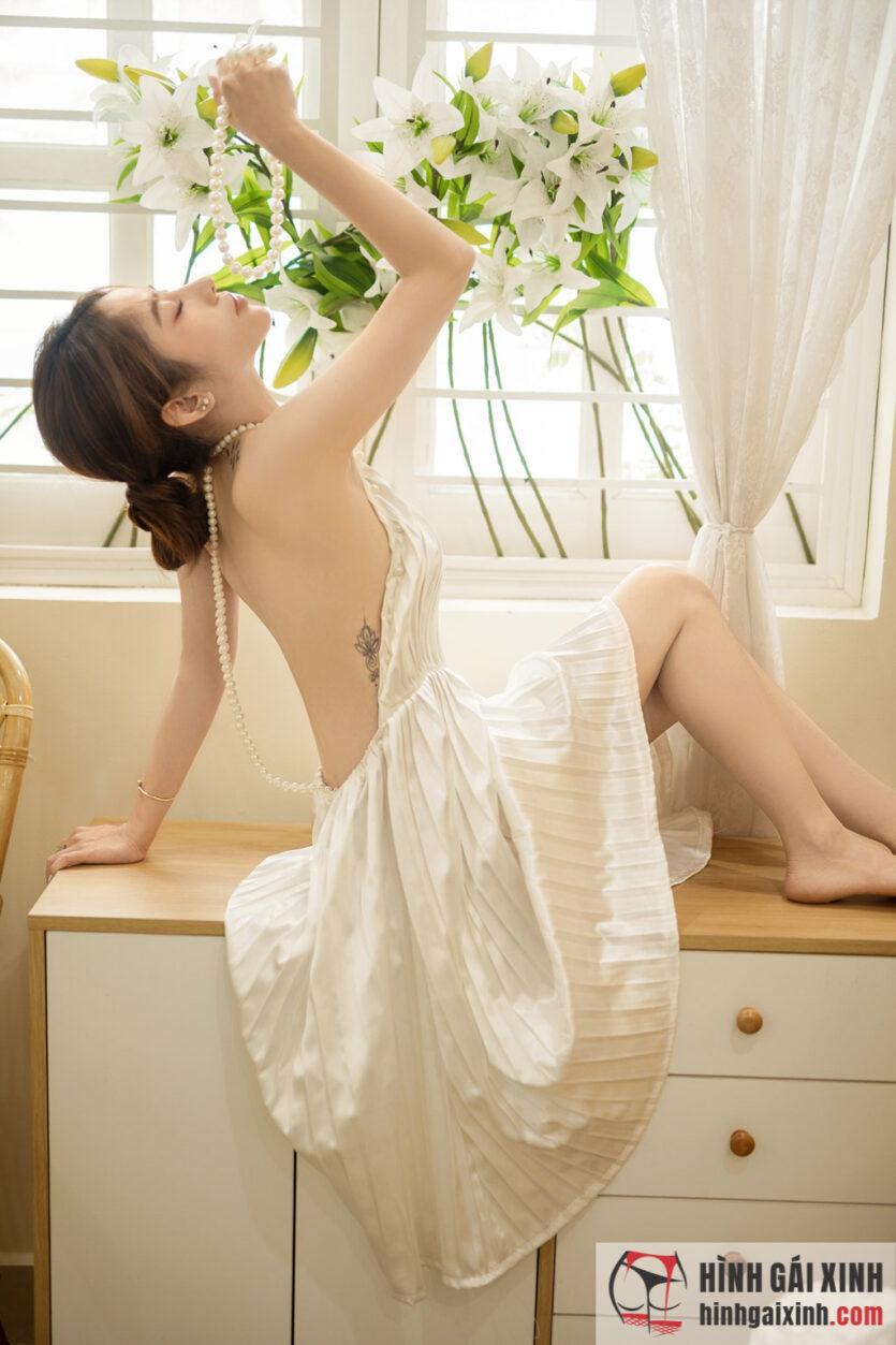 gái xinh khoe lưng