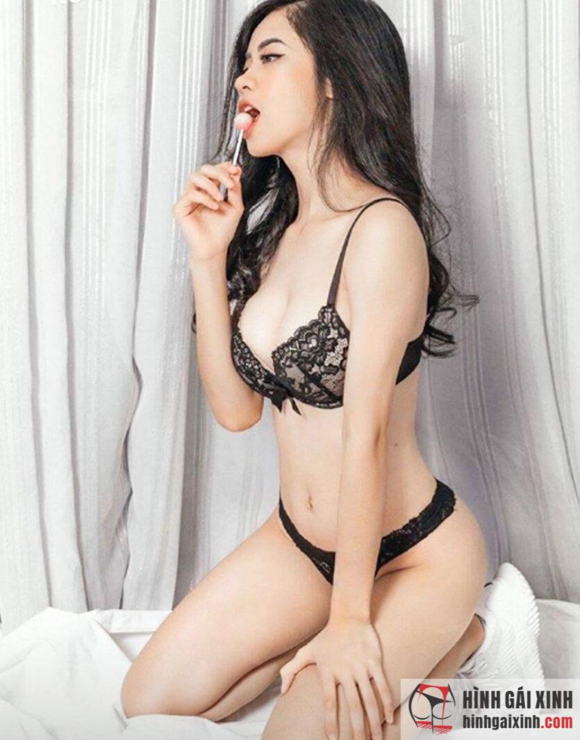 Hot girl tạp hóa Hàn Hằng nghiện khoe body