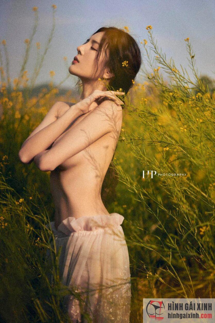Lilly Luta lột xác trong bộ ảnh mới với phong cách gợi cảm