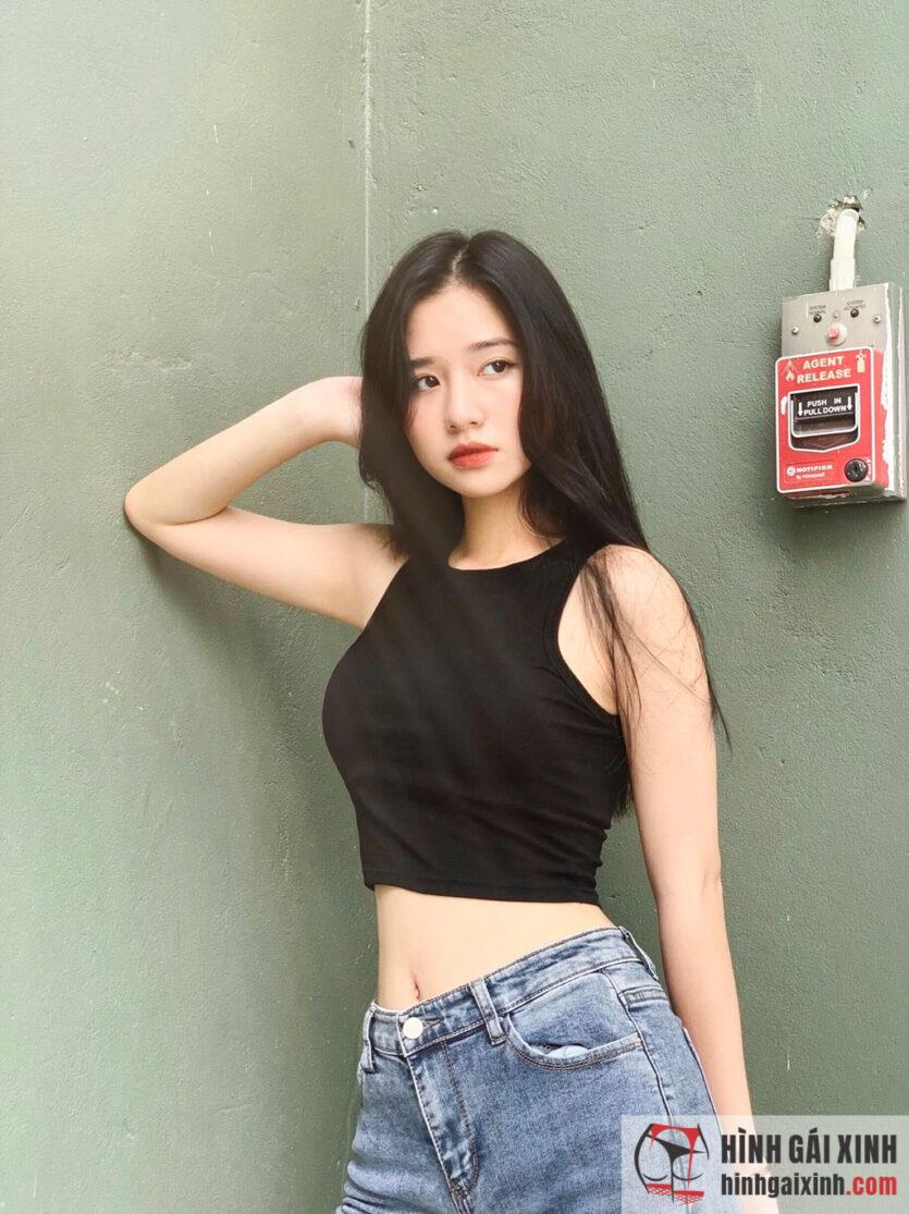 Chiêm ngưỡng nhan sắc Mai Linh bạn gái của tiền vệ Nguyễn Trọng Hùng
