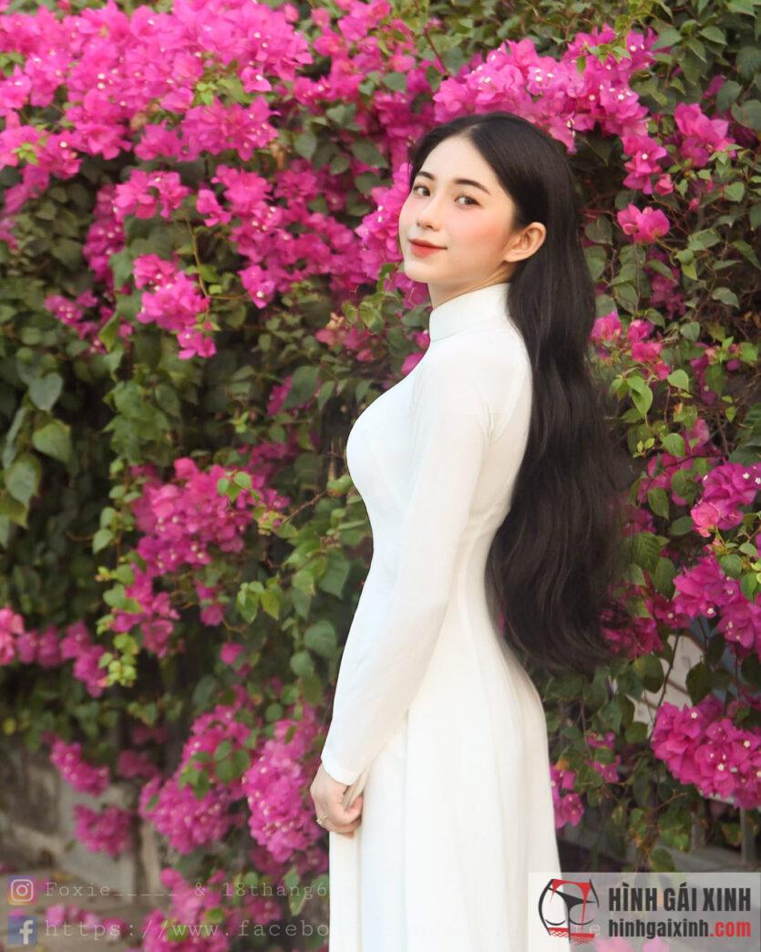 Kim Anh (Foxie) gây chú ý khi khoe vòng một 90cm