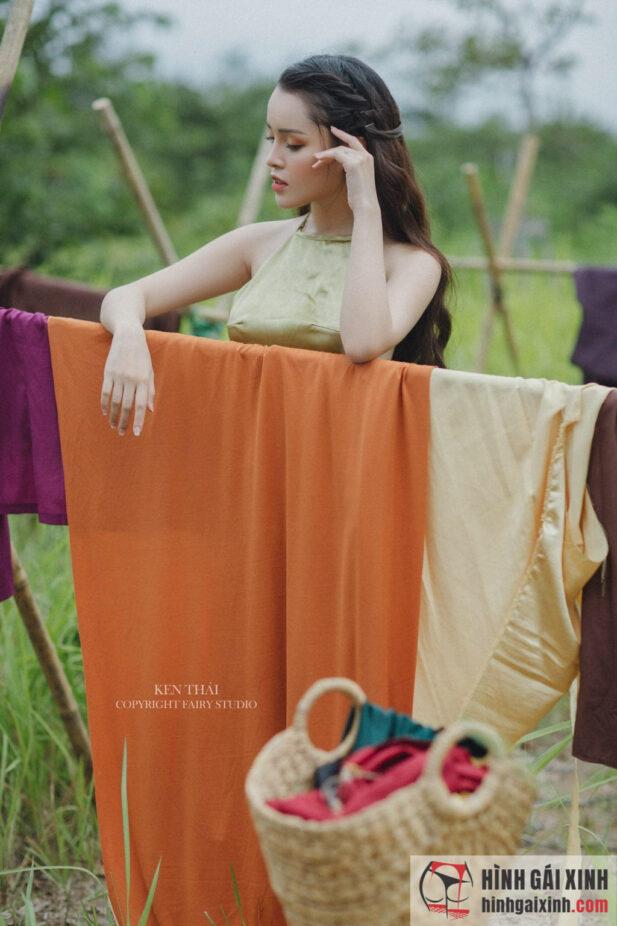 Hình ảnh Bắt gặp mấy cô thôn nữ vui đùa bên hồ sen