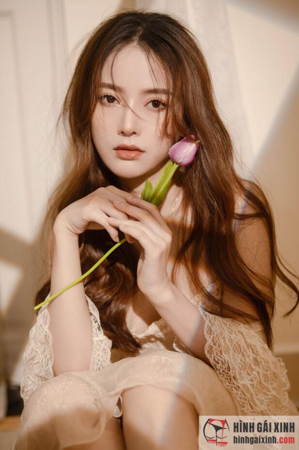 Hình ảnh Thiếu nữ hoá nàng thơ xinh đẹp, điệu đà