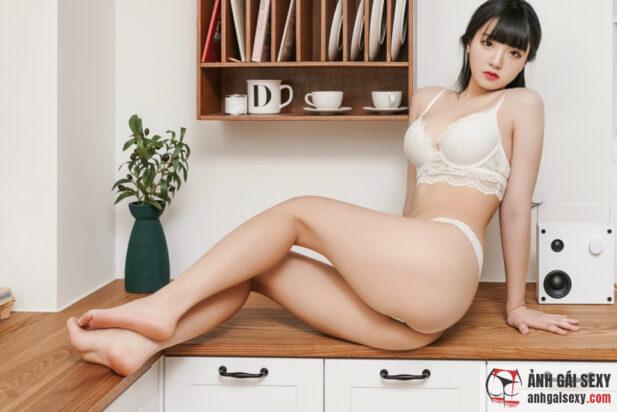Hình ảnh Người đẹp Jeong Jenny lột đồ khoe thân táo bạo