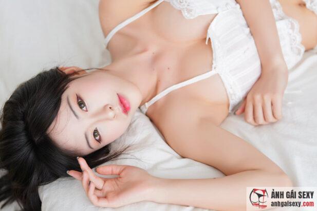 Hình ảnh Nữ sinh bạo dạng khoe thân hình quyến rũ cực phẩm