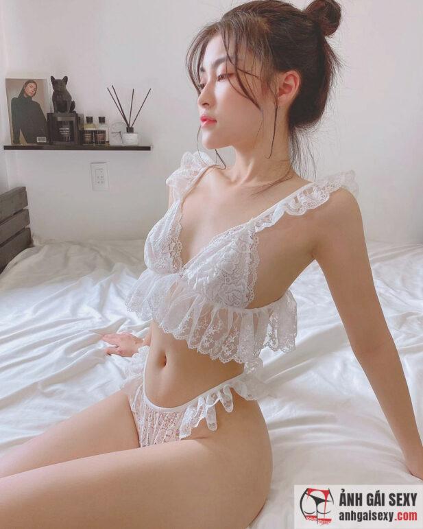 Hình ảnh Hot girl Vòng Đình Tiểu Thảo và loạt ảnh khoe body cực gắt