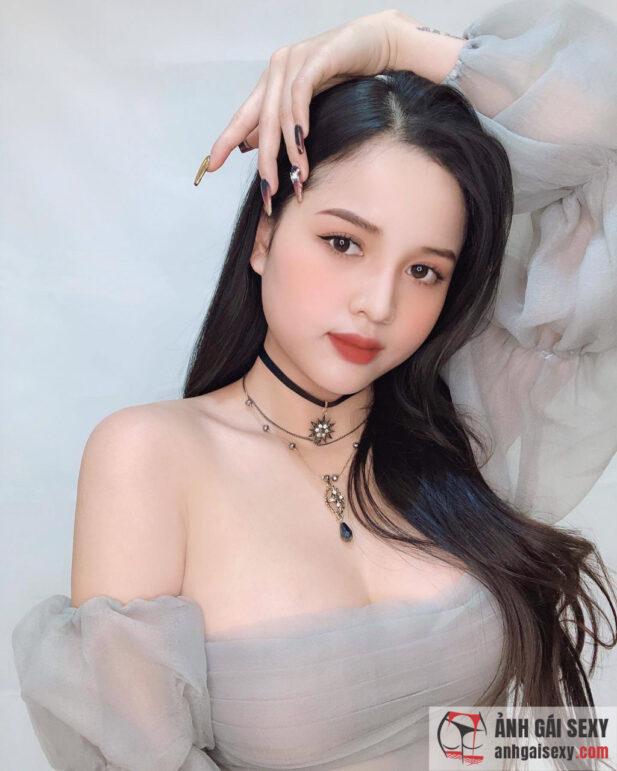 Hình ảnh Hot girl Aley Nguyễn lột xác ngày càng sexy, nổi loạn